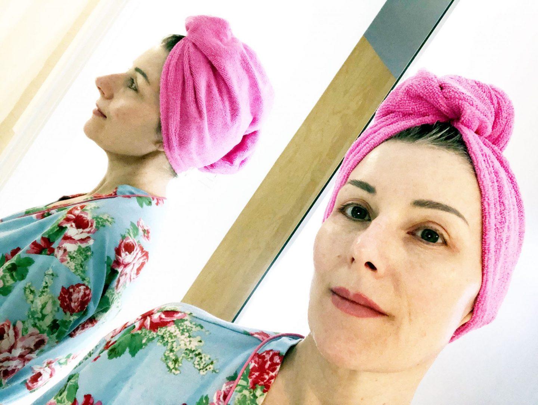 Testé: la serviette en micro fibre qui réduit le temps de sèche -cheveux